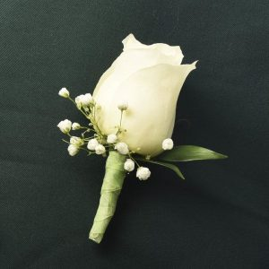 prom simple-boutonniere